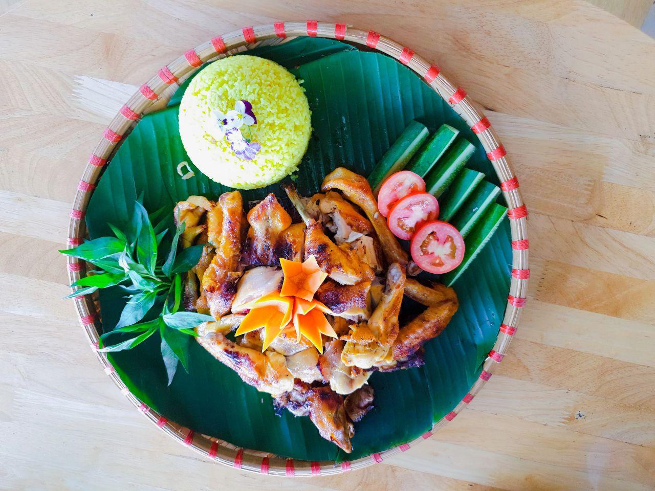 Gà nướng mật ong Đà Lạt ngon tuyệt và ăn kèm cơm gà hấp dẫn