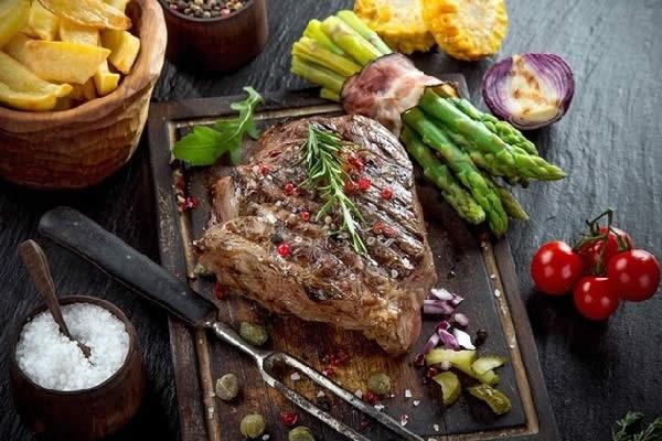 Bò bít tết Đà Lạt ngon nhất là món beefsteak sốt tiêu đen