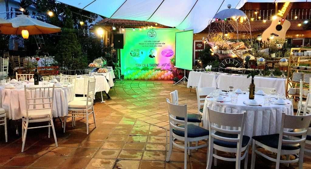 Gala ngoài trời sang trọng và đầm ấm của nhà hàng Memory Đà Lạt