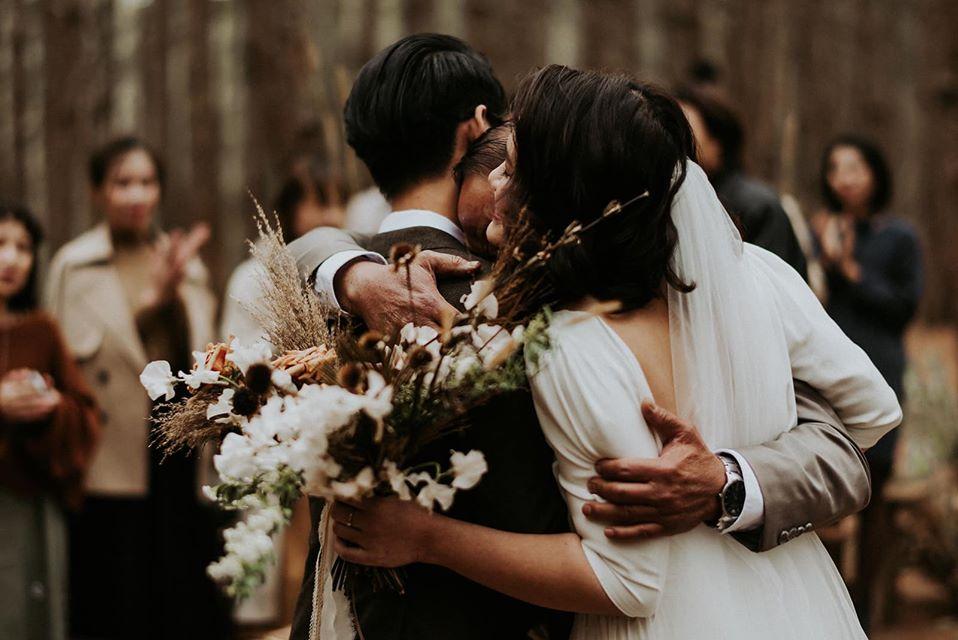 Ngành thành đôi của các cặp đôi tổ chức đám cưới ngoài trời đẹp nhất Đà Lạt được mọi người chứng kiến