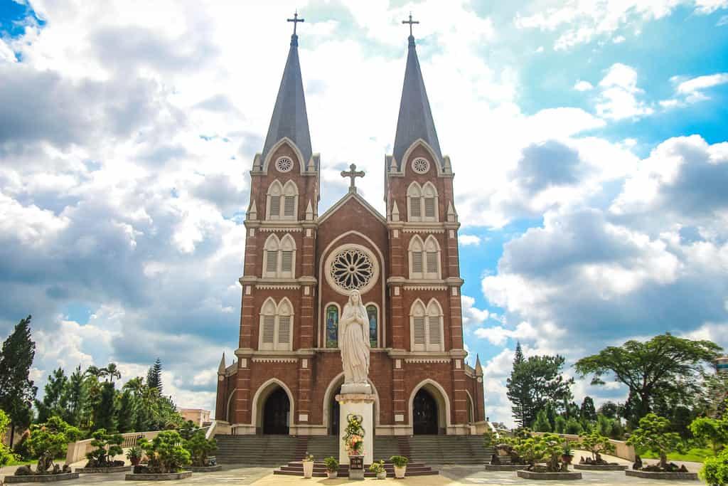 Nhà thờ Thánh Mẫu - Nhà thờ đẹp nhất Đà Lạt