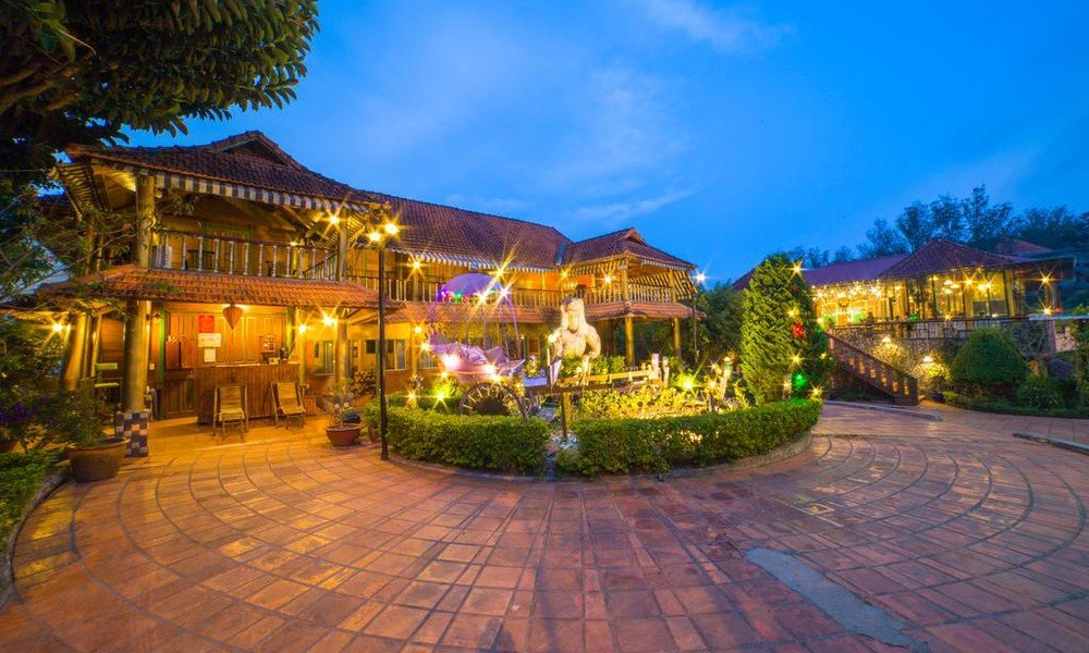 Không gian rộng rãi thoáng mát của nhà hàng khách sạn Memory