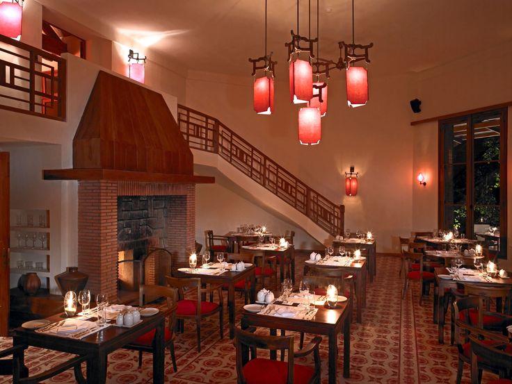 Phía trong nhà hàng Le Petit
