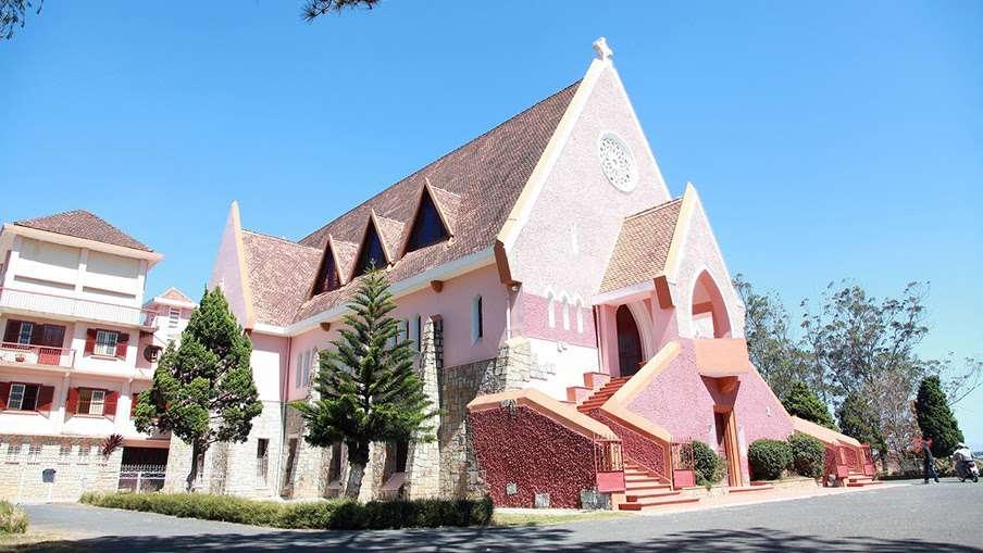 Nhà thờ Domaine de mari- Nhà thờ đẹp nhất Đà Lạt, luôn thu hút mọi du khách khi đến với Thành phố mộng mơ