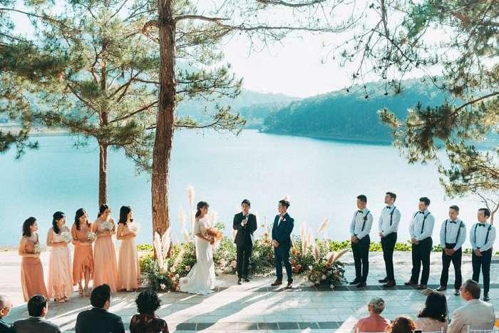 Không gian view Hồ của tiệc cưới ngoài trời Đà Lạt