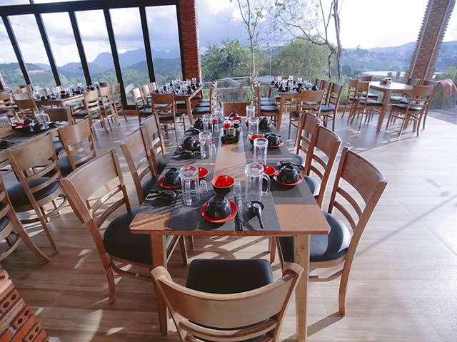 Nhà hàng view đẹp nhất Đà Lạt - Không gian rộng rãi view đẹp của nhà hàng