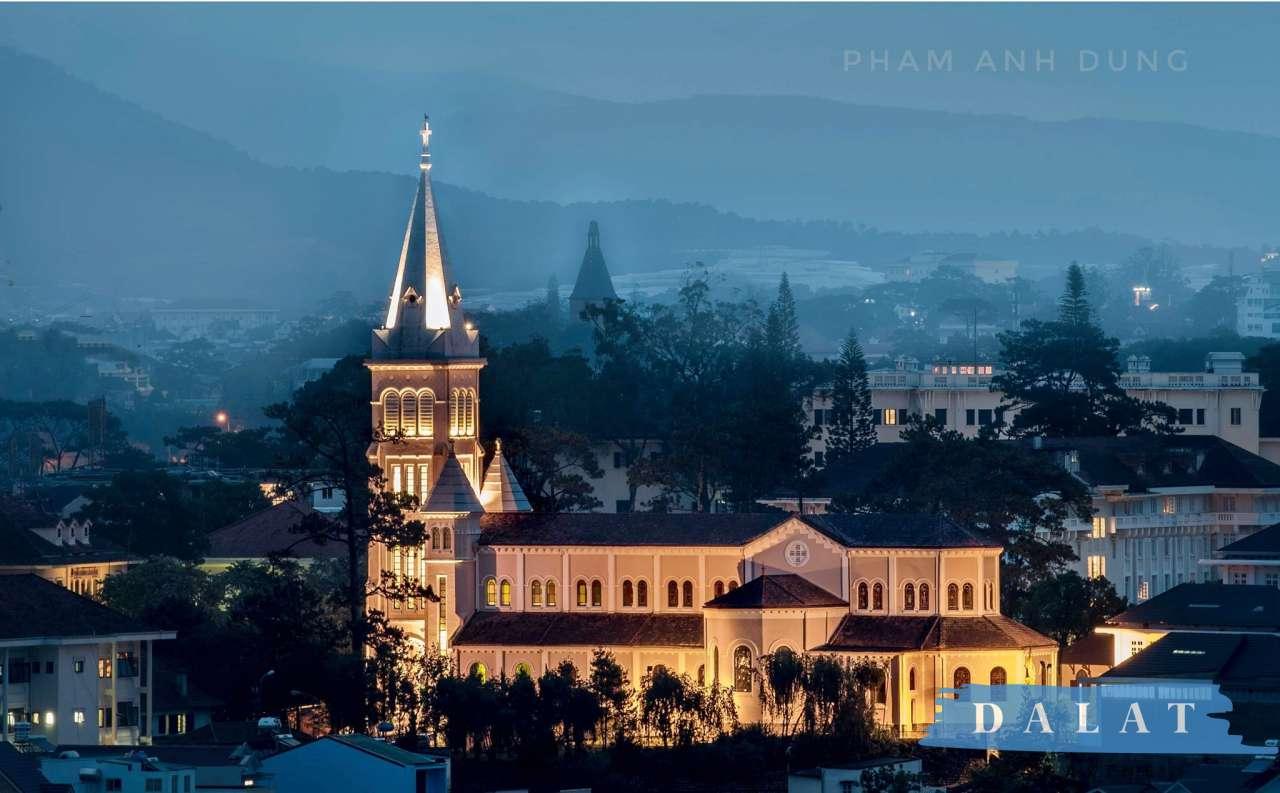 Điểm du lịch nổi tiếng luôn thu hút mọi du khách - Nhà thờ Con gà